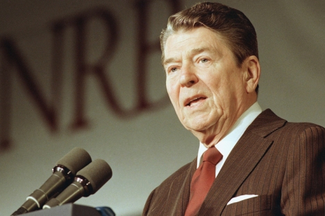 President Reagan addresses a meeting of the National Religious Broadcasters on Monday, Feb. 1, 1988 in Washington charging that Nicaragua?s leftist leaders won?t comply with a regional peace plan without a ?threat Shanging over them? and that his $36.2 million Contra aid package would do the trick. (AP Photo/Doug Mills)